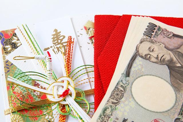 ご祝儀袋. お札はすべて向きをそろえて中袋に入れます。 この時に、中袋を開いたときに、お札の表(肖像が印刷されている面)が上