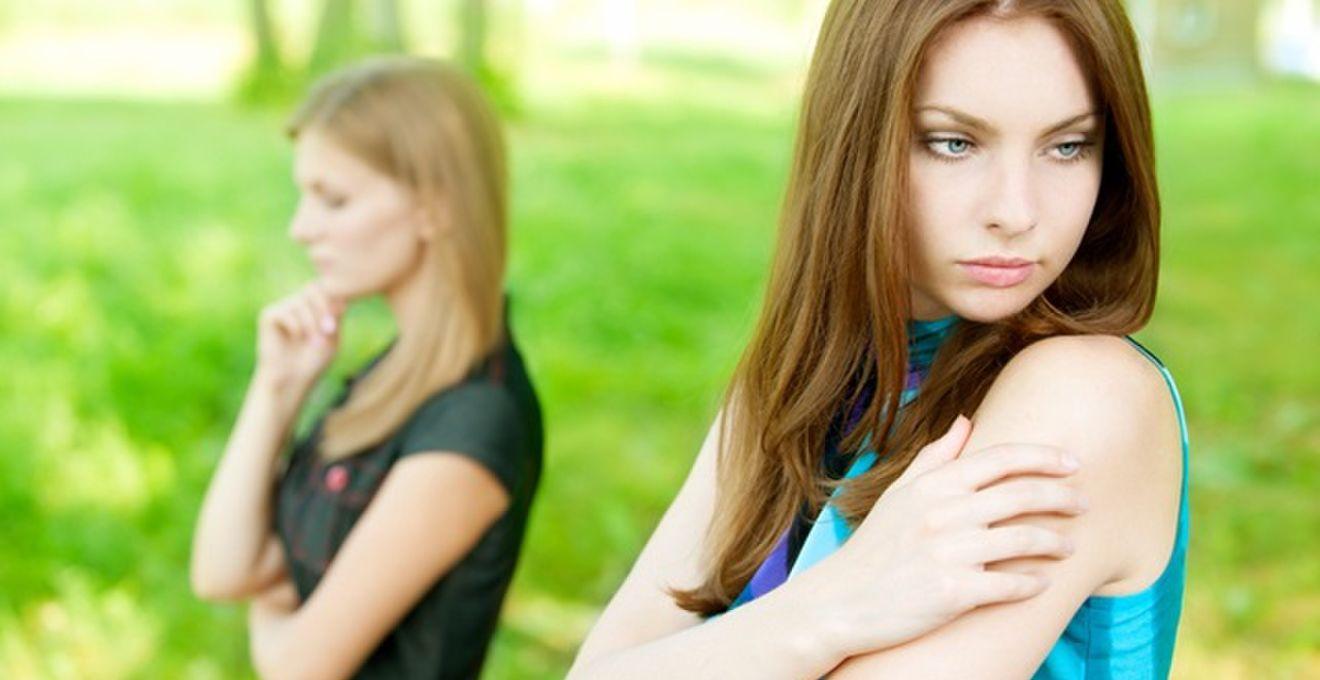 独身女性に嫉妬されない、上手な結婚報告の方法5パターン