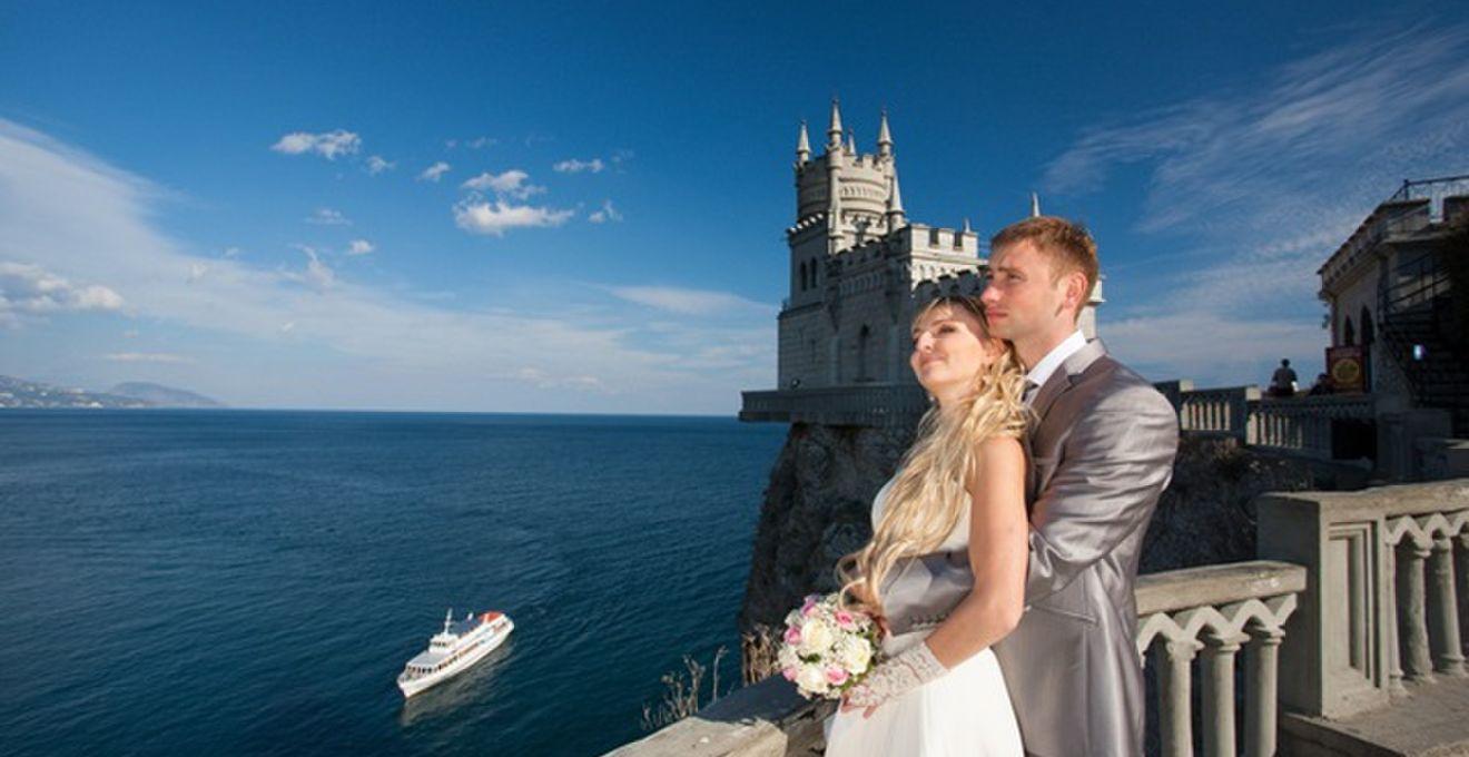 ビーチや古城を貸切!! 女子が憧れる海外セレブの結婚式