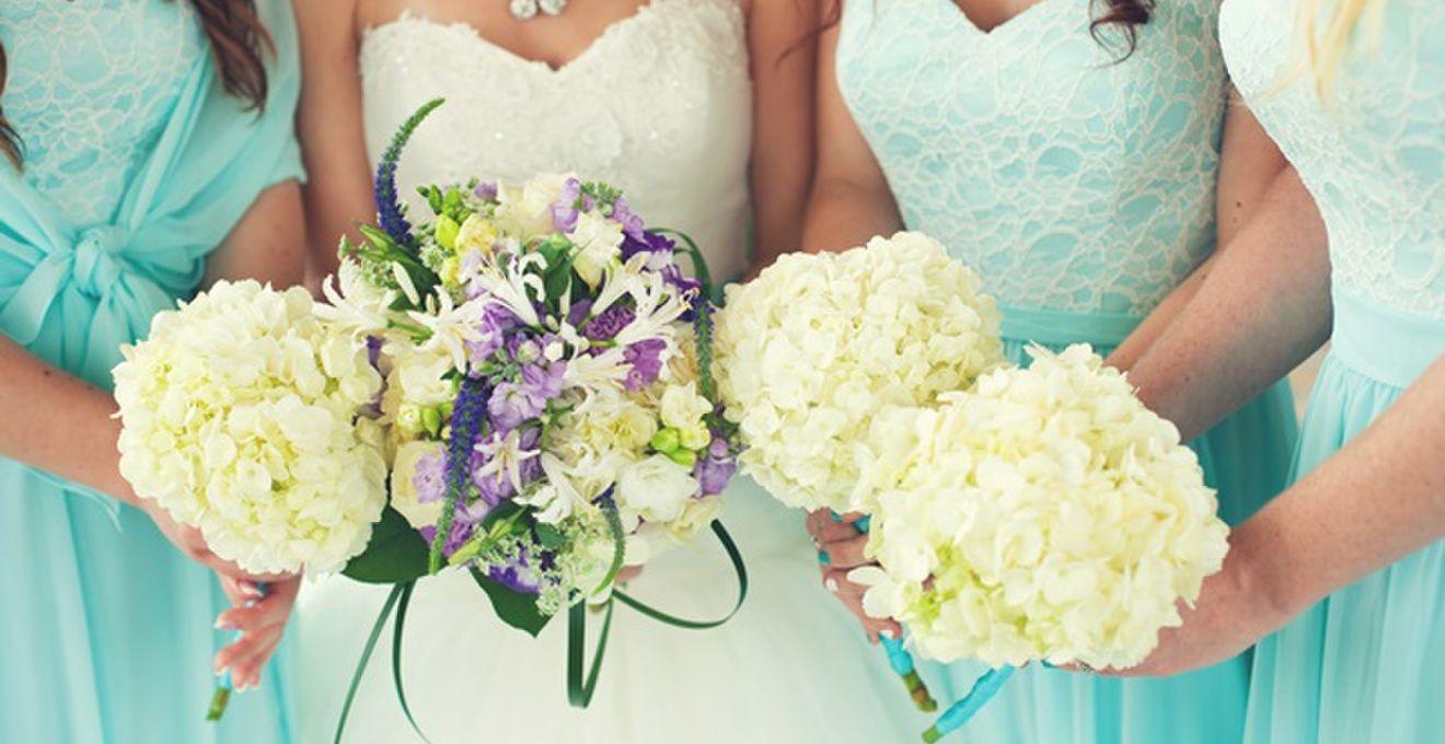 花嫁を引き立てる、可愛いブライズメイドのドレス画像集
