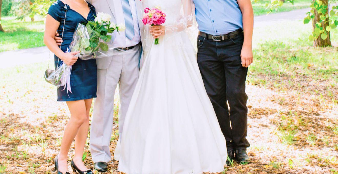 結婚式 二次会 服装 女性 20代