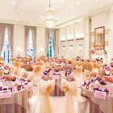 絶好のロケーションの一軒家を貸切って結婚式をするという、贅沢。
