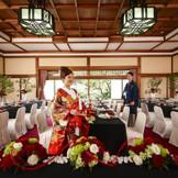 貴賓館は最大42名様(写真は32名様まで)までお入りいただける和情緒漂う会場。橿原神宮で挙式後、和の建物でお披露目をお考えの方にピッタリです。