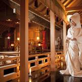 日本を重んじる白無垢が引き立つ空間