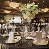 【披露宴会場 鳳(おおとり)・3階】 当ホテル最大の婚礼会場。 大きな会場で盛大な披露宴を!!