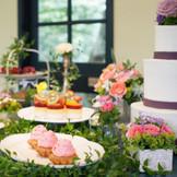 カラフルでポップなデザートが人気のパティスリーソレイユのデザートビュッフェ。ガーデンだけでなく、パティスリー2階のガーデンテラスでも可能。