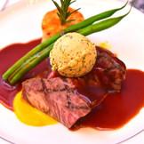 ゲスト満足度96パーセントの秘密は「料理」がキーポイント!! 経験豊富なシェフがお二人のご希望を叶えてくれます。