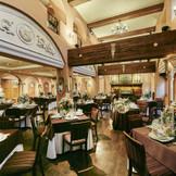 ≪Princesa≫アンティーク薫るレストラン。ウエディングのために造られた2フロア吹き抜けの特別な場所。