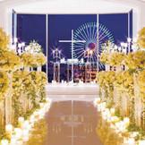 みなとみらいの夜景とキャンドルに彩られたナイトウエディング
