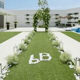 広々としたガーデンを使って、ガーデン挙式もオススメです。