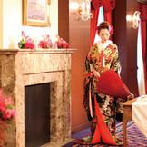 和装で番傘もシックな印象