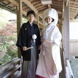 大神神社参集殿で撮影! 赤いじゅうたんに白無垢がより一層はえます♪