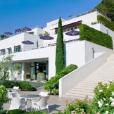 南フランスを思わせる白い洋館を貸切でお二人らしさ溢れるWEDDINGを