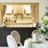 パーティルームのすぐ隣にキッチンをご用意!シェフがパーティルームの様子を見ながらお料理を作ることができるので、レストランのようなできたてでアツアツのお料理を提供できるよ!