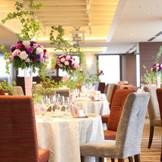 テーブルの装花のバリエーション豊富