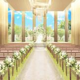 高い天井と大きな窓が開放的な、明るい雰囲気のチャペル