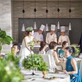 会場内にあるオープンキッチンから アツアツのお料理をご提供・・・