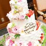 結婚式で二人らしさを出すアイテムとして欠かせないのがウエディングケーキ!南大阪で大人気のお店【フランシーズ】のパティシエが一つ一つ心を込めてお作り致します。