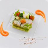 フランスの三ツ星レストランをはじめ、国内外の名店でキャリアを積んだシェフの技を