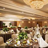 2016年8月リニューアル!最大120名着席の「清流」はホテルらしい落ち着いた雰囲気と華やかさも兼ね備えた大人なおふたりにぴったりな披露宴会場です!
