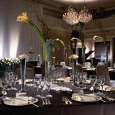 天井高6mを誇る「DAIGO」では、豪華なシャンデリアも煌くゴージャスなパーティーを楽しめる。