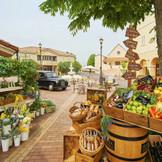 フランスの素敵な文化【マルシェ】を年に数回開催。解放感ある街並で大切な人たちと訪れたい街。