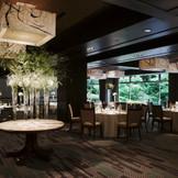 美しい日本庭園が目の前に広がる「マグノリア」では、開放感溢れる和やかでアットホームなパーティーを演出します。