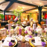 高級感漂うアンティークバンケット。かわいらしい雰囲気にも、シックな雰囲気にも、どんなイメージにもマッチする披露宴会場です。