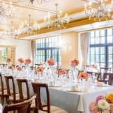 イギリスの邸宅をモチーフとした披露宴会場☆お二人のコーディネイト次第ではどんな色にも染めれます!