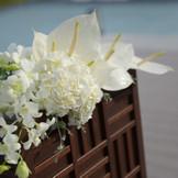 """「いつまでもおふたりの幸せが続くように」そんな想いを込めた沖縄の伝統的な柄""""ミンサー""""をモチーフにしたオリジナルのテクスチャーがフラワースタンドにも"""