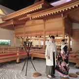 神聖な神殿は前撮りの人気も高い。