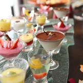 ガーデン隣りのテラスではデザートビュッフェを開催! デザートの時間も楽しみの一つ