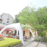 ガーデン用テントも完備、デザートビュッフェなどガーデンパーティーにも対応。