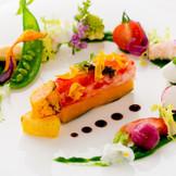 タラバ蟹と根菜野菜のプレス 彩り豊かな菜園風