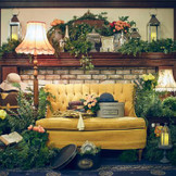 メインテーブルはお二人のイメージに合わせて自由にコーディネート!ゲストも遊びに来やすいソファーで!