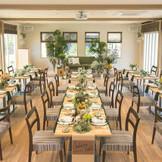 挙式はパーティー会場内での人前式となります。ガーデンやテラスでも挙式可能です。