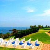 着席40名、立見100名のガーデンチャペル 青空と潮風香る挙式会場はリゾート婚が叶う