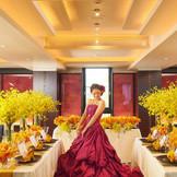 モダンなバンケットはドレスも一層栄える♪和と洋が融合した会場だからこそ新婦様の希望も叶えやすい! 大切な1日だからこそ素敵な衣装を是非お選び下さい