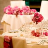 飾るお花の雰囲気で披露宴会場の印象は大きく変ります