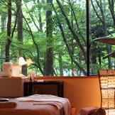 森の中のアロマエステルーム。心身ともにリラックスして綺麗になって結婚式当日を迎えます。