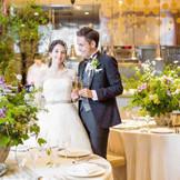 オープンキッチンも併設された披露宴会場。ゲストとの距離が近いのもレストランウエディングならでは。アットホームなパーティーが叶う場所。