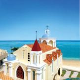 赤レンガが印象的なアットホームな雰囲気のチャペル。沖縄でリゾートウェディング・フォトウェディングなら「リザン・ル・アンジュマリー教会」