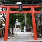 東京メトロ「神楽坂駅」より徒歩1分。神楽坂を登り切った高台に鎮座する赤城神社。