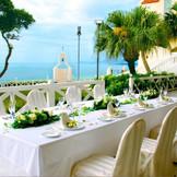 挙式後の会食会も手配可能です。ご親族様との会話を楽しみながら、ゆったりご利用頂けます。沖縄でリゾートウェディング・フォトウェディングなら「リザン・ル・アンジュマリー教会」