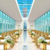<リニューアルオープン!>ホテルエントランス側に佇む「アクアホール」穏やかな光の差し込むチャペルで感動の挙式を