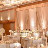 メインバンケットのメトロポリタンホールはコーディネート次第で、華やかにも上品にも、可愛らしくにも・・・。ゲストの人数によって広さや使い方をご提案出来る!