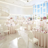 「le branche」の会場は天井まで窓があり、全体も輝きの白を基調にした明るい会場。