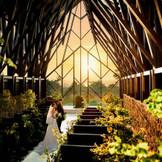 チャペル≪アーリオス≫天井高13メートル。今まで独立型チャペルでこの解放感溢れる結婚式場はなかったのではないでしょうか…。