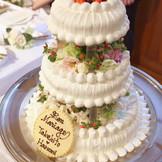 3段・ハードタイプのウェディングケーキ「アーモンド」例。