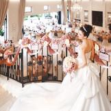 プリンセス階段からの入場はゲストも感動の演出!